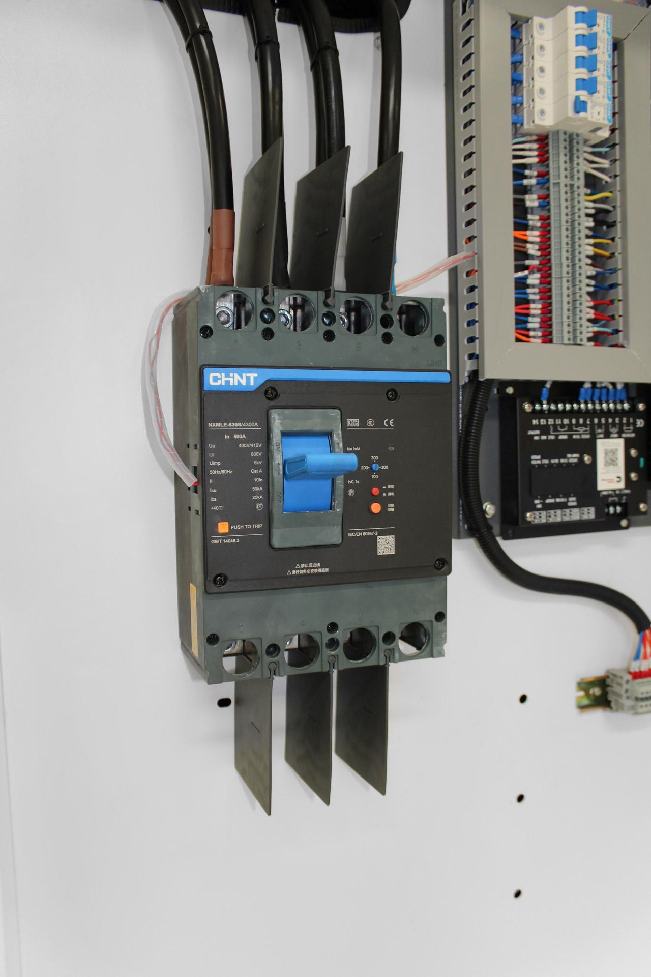 CHiNT 4 Pole 3 Phase breaker on Evopower 360kVA generator