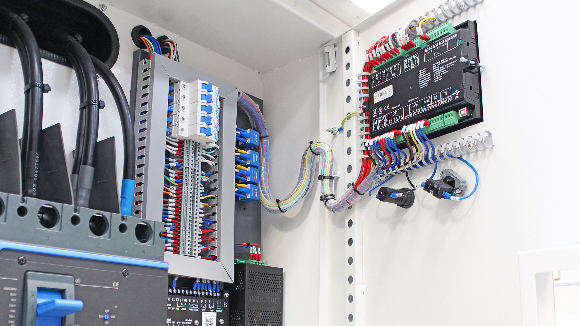 Rear side view of UKC500ECO control panel and terminals