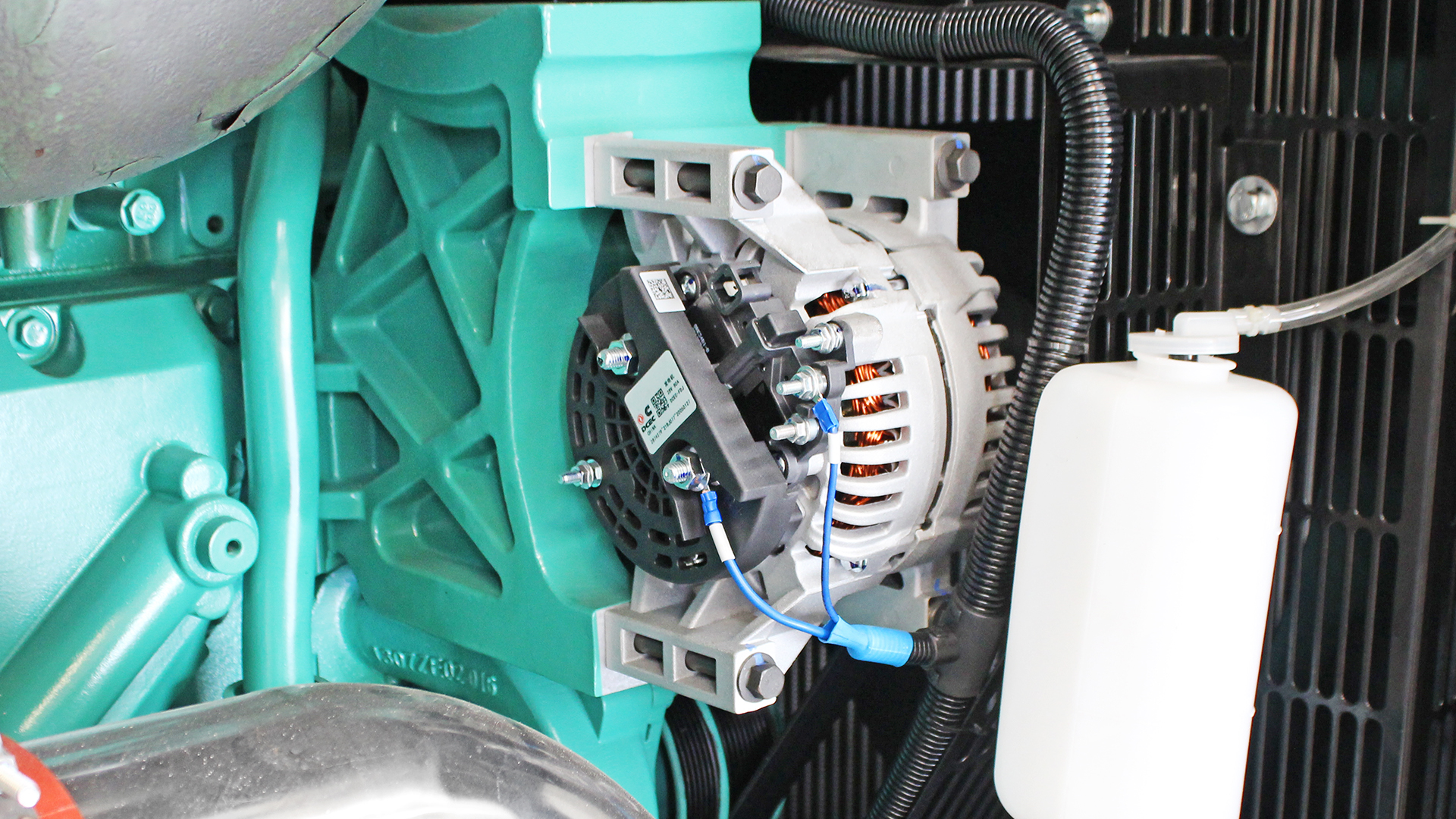 Battery alternator for Cummins 6ZTAA13 engine