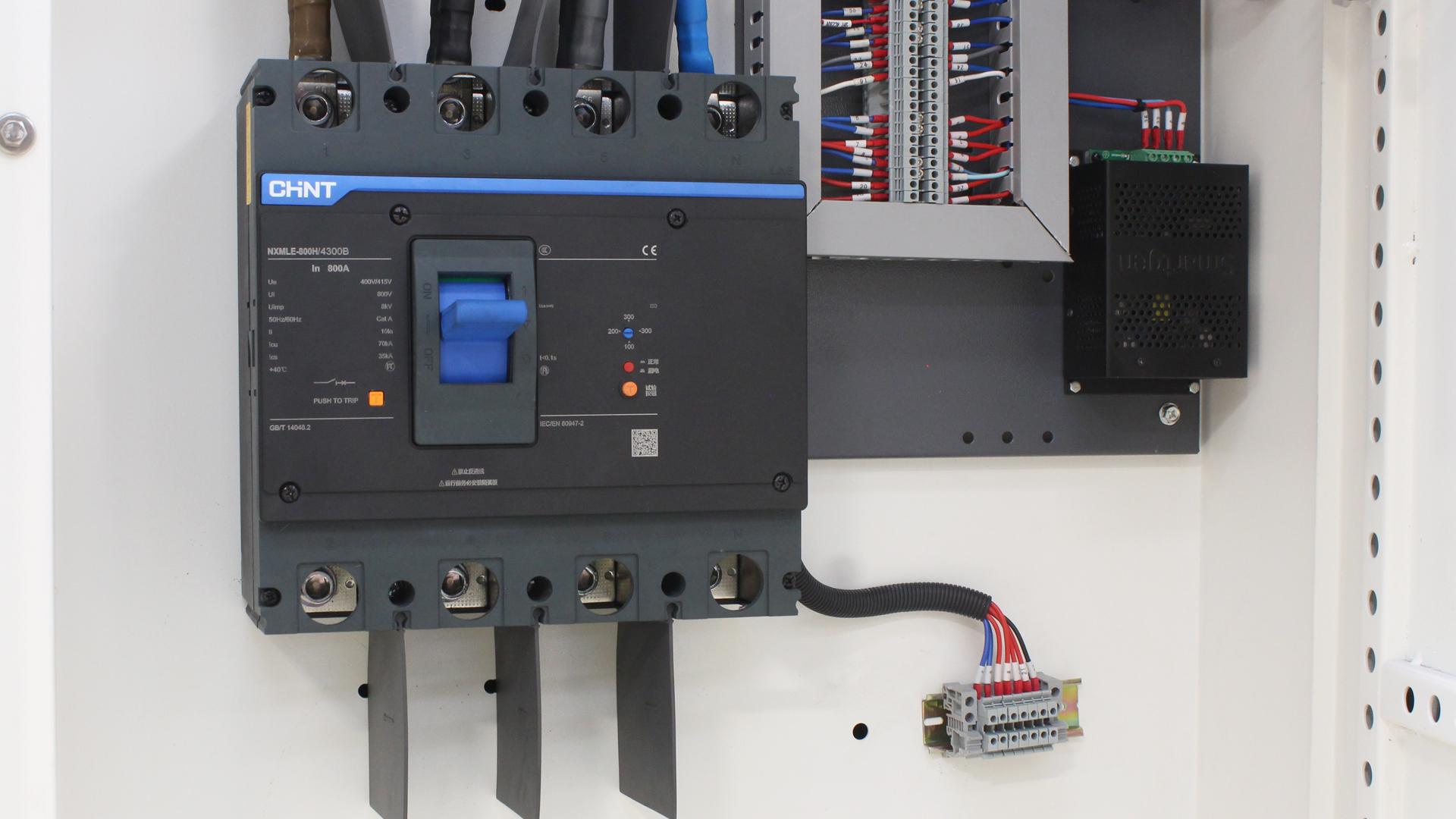 CHiNT breaker 3P+N three phase on UKC550ECO 550kVA genset