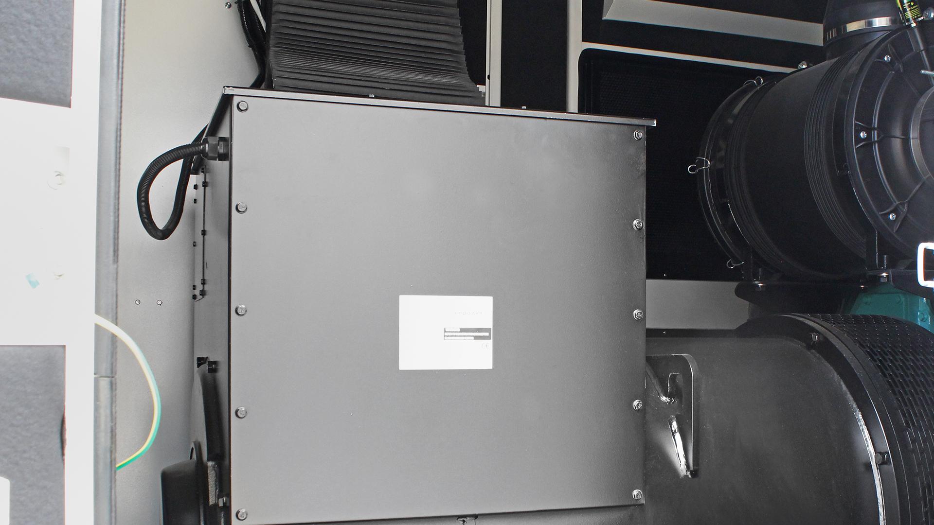 Alternator fitted to 480 kVA Cummins powered UKC480ECO